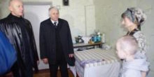 Власти Автозаводского района посетили семьи переселенцев