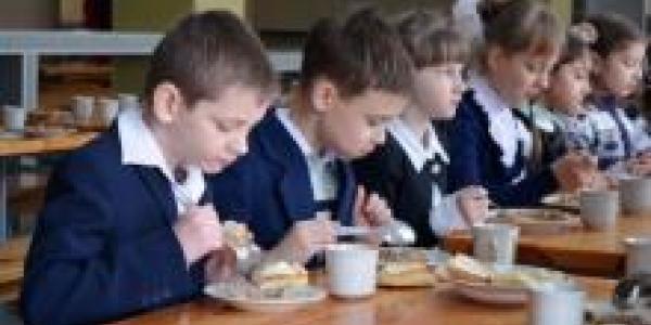 Около 200 детей, чьи родители воюют в зоне АТО - кормят бесплатно