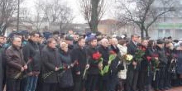Урок истории в День Соборности возле памятника Т.Г. Шевченко