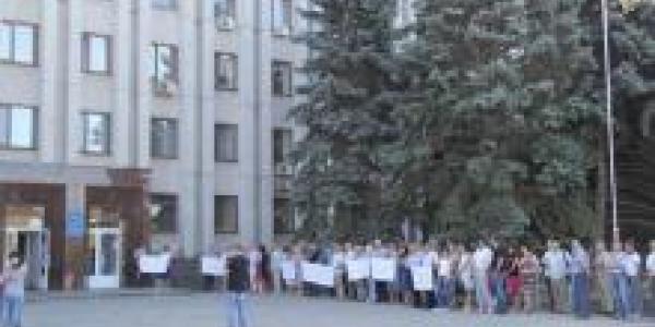 «Укртранснафта» проводит митинг под горисполкомом