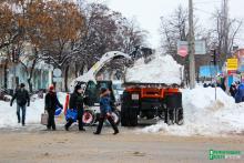 Мэр – увы, болеет, вице-мэр по УЖКХ – в АТО, а коммунальщики со снегом и без них справляются
