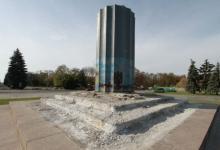 Кандидат в вице-мэры Захарченко предлагает не сносить «памятник стакану»