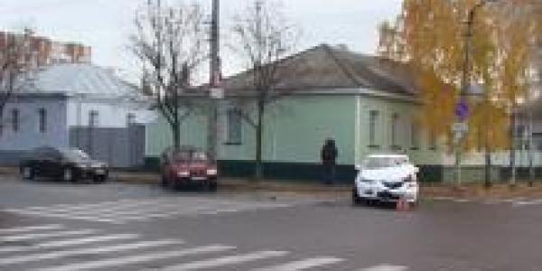 В центре Кременчуга столкнулись два авто