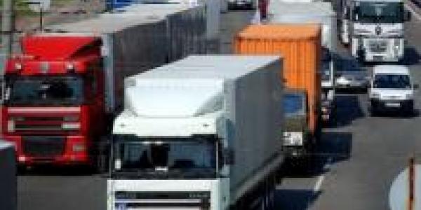 В Кременчуге запрещено движение грузовиков