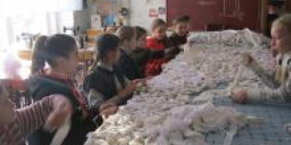 Кременчугские школьники передали в зону АТО маскировочные сетки