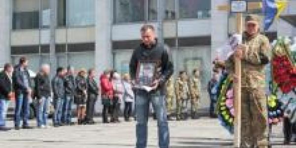Кременчуг простился с участником АТО Юрием Наводничим