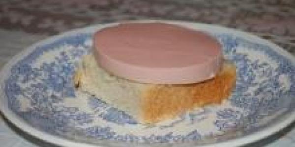 Губернатор Головко не хочет, чтобы дети ели колбасу «из свинной кожи»