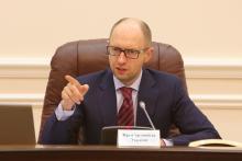 Яценюк отстранил руководство Фискальной службы