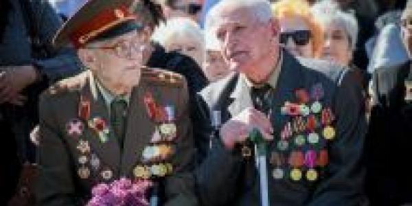 Крюков открыл эстафету митингов в честь Дня Победы-фото