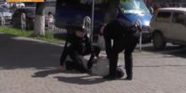 Очень нетрезвый мужчина рассказал кременчугским полицейским что к чему
