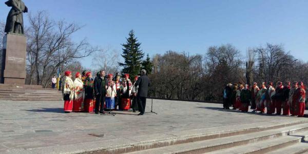 Возле памятника Тарасу Шевченко прошел торжественный митинг.