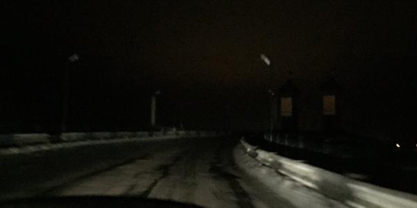 «Отсутствие света на Крюковском мосту не скрывает огромного количества ям»