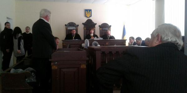 Заседание по делу «убийства Бабаева-Лободенко» началось с претензий всем троим судьям