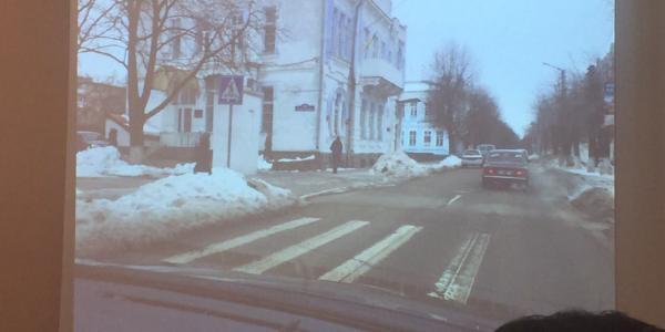 Возле остановки «Госпиталь» забыли расчистить переход через проезжую часть