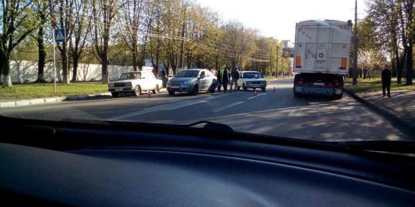 В Кременчуге столкнулись ЗАЗVida и ВАЗ 2106