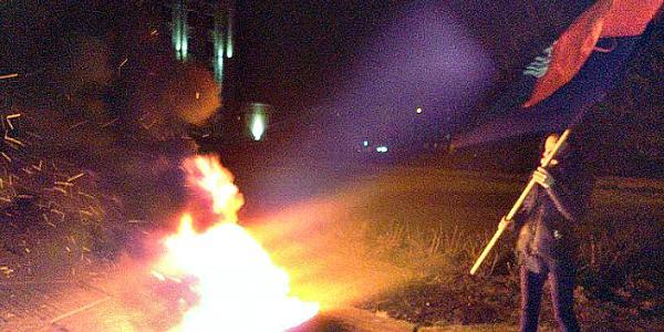В Полтаве участники митинга в поддержку торговой блокады ОРДЛО подожгли шины