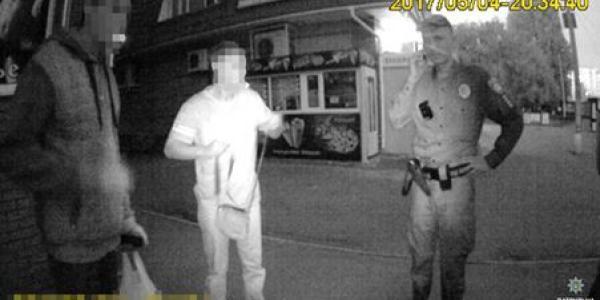 Двоє крадіїв намагалися розплатитисячужоюкарткоюв магазині