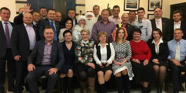 Ульянов показал фото с провластного корпоратива: не все депутаты пришли на гулянку к мэру