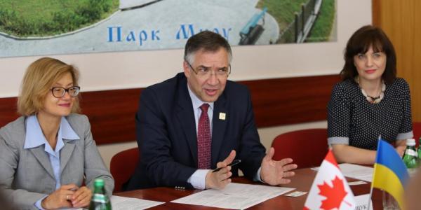 З ким Малецький та посол Канади поїде кататися на пароплаві по Дніпру
