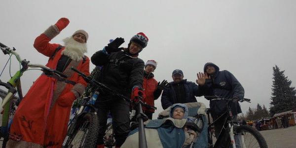 По Кременчугу прокатились Деды Морозы