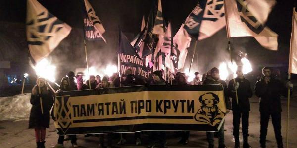 В Кременчуге факельным шествием почтили память Героев Крут