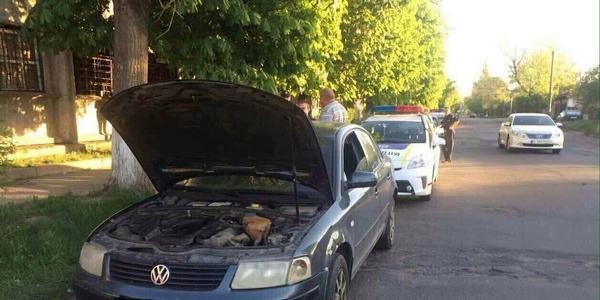 Захисники власниці Volkswagenа з перебитими номерами напали на патрульних