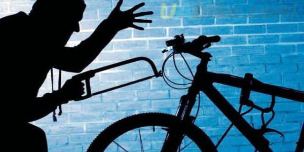 В ночь на 9 мая у кременчужан украли велосипед и мобильник