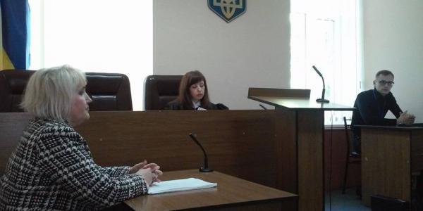 Кременчужанка требует штраф в 100 тыс. грн как компенсацию за моральный ущерб и подорванное на почве конфликта здоровье