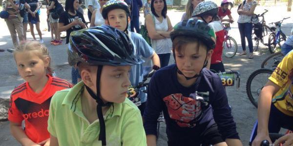 В Кременчуге дети «По-дорослому» поганяли на велосипедах