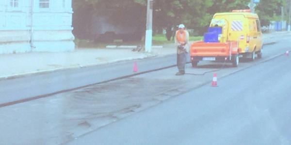 Кременчугские дорожники забыли, что такое ведро и веник при асфальтировании дорог