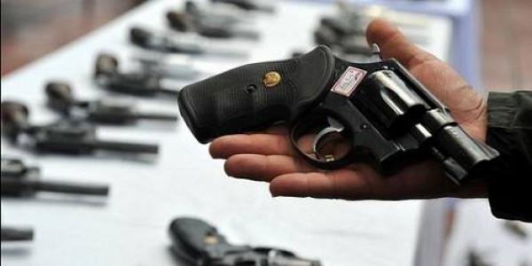 Инициаторы проекта решения считают, чтозакон о легализации оружия должен узаконить огромное количество оружия, которое «гуляет» по стране незаконно.