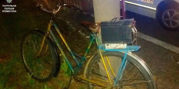 Кременчуцькі патрульні затримали крадія, що перевозив крадене велосипедом