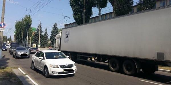 На головній автомагістралі Кременчука затор