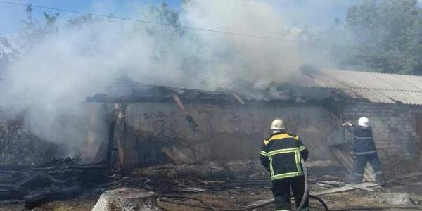 У Кременчуці в районі молокозаводу спалахнув сарай