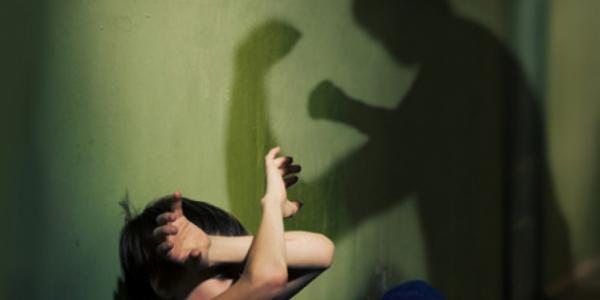 В Кременчуге отец выгнал ребенка из дома, чтоб не мешал пить
