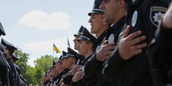 Кременчугские патрульные отмечают годовщину после принятия присяги