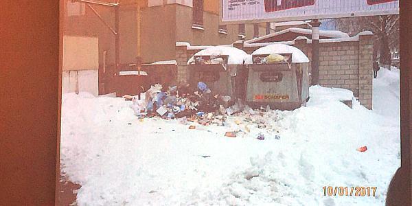Заваленные мусором контейнеры «обошлись» ТРК «Галактика» в 850 гривень