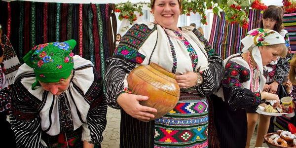 Зараз у селищі триває гончарський фестиваль, а з 26 червня там відбудеться шість наступних фестивальних заходів.