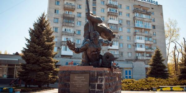 Павленко хочет убрать «крюковских матросов» возле моста