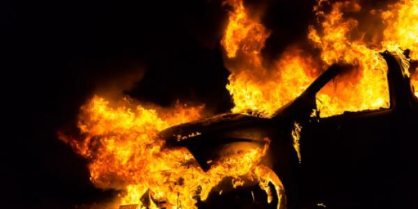 """В районе бывшего """"Простора"""" горит BMW"""