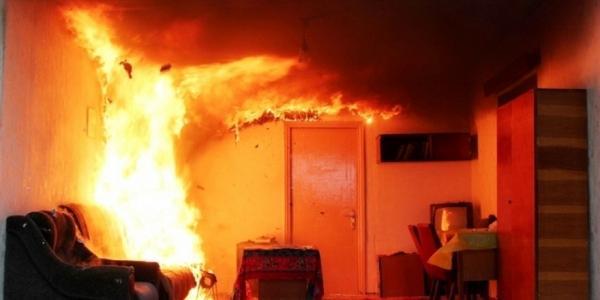 В Кременчуге горел двухквартирный жилой дом