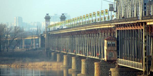 Кременчужане нашли подозрительный предмет на Крюковском мосту