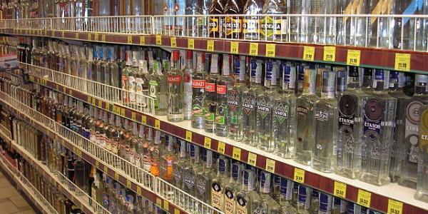 В Кременчуге запрет на ночной алкоголь только внедряют, а в Киеве уже отменяют