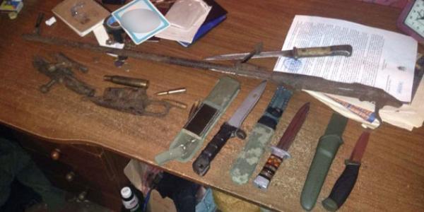 В Кременчугском районе изъято набор холодного оружия