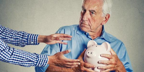 В Кременчуге мошенники отобрали у пенсионеров почти 100 тысяч гривень