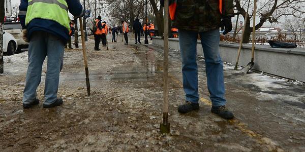Коммунальщики на текущей неделе возьмут в руки ломы и лопаты