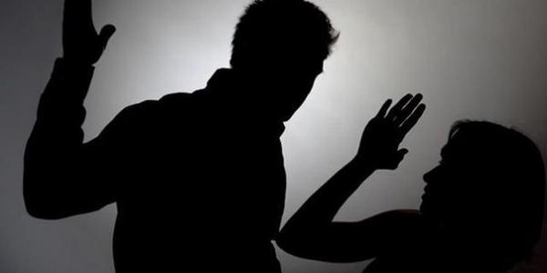 Сын бывшего зампреда суда в Кременчуге на глазах у прохожих улице ударил беременную женщину