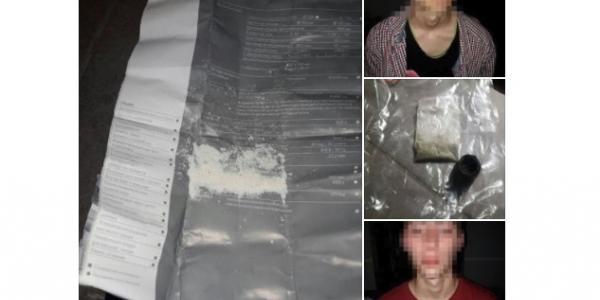 У центрі Кременчука парубки з наркотиками намагалися втекти від патрульних