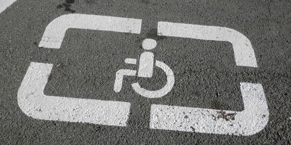Рада установила штрафы за парковку и остановку на местах для лиц с инвалидностью