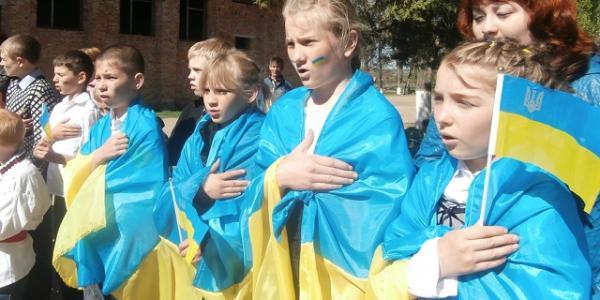 Школьники на праздники будут петь гимн